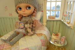 Mae (Big Red Angel) Tags: bedroom doll ooak mae blythe custom diorama melacacia tutubella