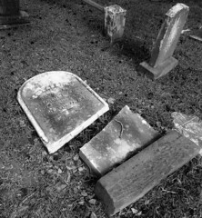 Snapped (Gerry Dincher) Tags: blackandwhite monument grave tombstone northcarolina gravestone fayetteville gravemarker cumberlandcounty crosscreekcemetery