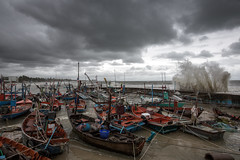 huahin 8-11-56 strom attack (kapuk dodds) Tags: thailand wave strom hauhin