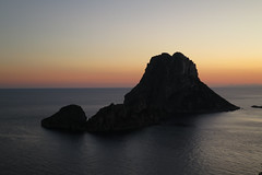 Sunset at Es Vedra (¡Carlitos) Tags: sunset españa atardecer spain europa europe ibiza eivissa balearicislands peñon esvedra islasbaleares santjosepdesatalaia lllesbalears