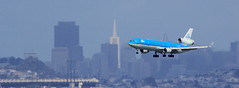 KLM (PH-KCD) (A Sutanto) Tags: sf city by skyline buildings fly flying inflight san francisco sfo background aviation flight landing finals short planes klm appr