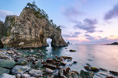 Futo Sea Cave at Dusk [Explore] (-TommyTsutsui- [nextBlessing]) Tags: winter light sunset sea sky orange cliff seascape seaweed green beach nature rock japan clouds landscape 1 nikon purple dusk cove tide scenic explore  cave   geo     izu futo 410 laver    nishiizu sigma1020  onsalegettyimages