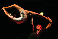 Trapezi! (amiplim_) Tags: show art circo nightshot circus acrobatics juggling cabaret bodyart malabares circ acrobacia trapezi circusshow atempo firadelcirc gestualart trapezireus