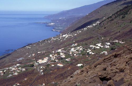 Blick von der Küstenstraße nach Puerto Naos