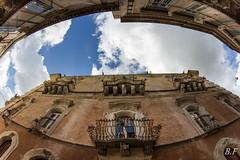 Raguse (poupette1957) Tags: street city art monument colors architecture canon deco balcon italie sicile fishey perspevtive