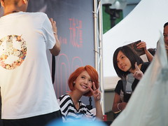 """Superstar musician signing her cd""""s in central Taipei!"""