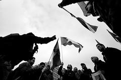 . (Thorsten Strasas) Tags: signs berlin schilder de demo deutschland singing palestine rally protest brandenburggate flags demonstration syria brandenburgertor mitte kundgebung siege flaggen pariserplatz syrien victorysign fahnen basharalassad schwarzweis belagerung palaestina alyarmouk bombingraids palestians bombenangriffe shoutings