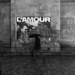 L'amour mouillé (Bernard Chevalier) Tags: paris night solitude pluie amour nuit spleen tristesse parapluie portesaintmartin