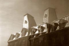 ReflectionStationPompiers11 (Daniel Heikalo) Tags: canada montreal façades québec faades architecturevernaculaire qužbec