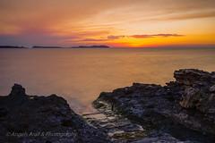 Junio (ANGELS ARALL) Tags: sunset espaa spain ibiza nubes eivissa pedra postadesol illesbalears largaexposicion filtroslee bahiasantantoni