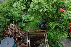 Looking Down on the Front Garden - May 2016 (basswulf) Tags: frontgarden compost compostbin d40 1855mmf3556g lenstagged unmodified 32 image:ratio=32 permissions:licence=c 20160519 201605 3008x2000 garden lookingdownonthegarden normcres oxford england uk