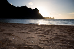 Sand... (paul.wienerroither) Tags: haena kauai hawaii view beach beautiful sand ocean oceanlove light reflection water sea photography canon 50mm 5dmk3 sun sunset nature natureshots sky hi