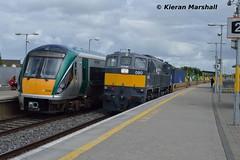 080 passes 22007 at Portarlington, 27/6/16 (hurricanemk1c) Tags: irish train gm rail railway trains railways irishrail rok rotem generalmotors dfds portarlington 2016 emd icr 080 071 iarnrd 22000 22007 ireann detforenededampskibsselskab iarnrdireann 3pce 1305galwayheuston 1130waterfordballina