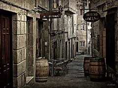 Mi vieja ciudad (2) (Franco DAlbao) Tags: street urban history lumix calle alley bars galicia urbana historia oldcity vigo bares cascovello radoscesteiros dalbao francodalbao