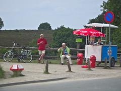 chillen op de veluwe (phacelias) Tags: summer netherlands estate nederland zomer icecream gelato pause olanda veluwe posbank pausa ijsje pauze