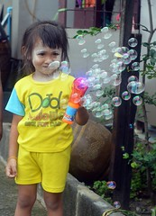 making bubbles (the foreign photographer - ) Tags: portraits thailand nikon gun child bangkok bubbles lard bubble bang bua khlong bangkhen d3200 phrao jun182016nikon