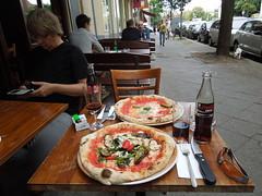 Lunch @Olio Sale Pepe (conticium) Tags: berlin schneberg lunch sale coke pizza cocacola pepe veggie pizzeria zero margherita italiener olio vegetale kleistpark mittagstisch oliosalepepe
