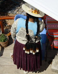 Isla del Sol-Titicaca-Bolivia (Apir1) Tags: costumes woman titicaca bolivia viajes viaggio sudamerica costumi isladelsol reisefotografie fotografiadocumental reisfotografie fotografiadeviajes fotografiadiviaggio fotografiadeviagem