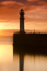 Newhaven Sunset 3 - 6 June 2013 (Grant_R) Tags: longexposure sunset lighthouse coast scotland edinburgh harbour newhaven firthofforth newhavenharbour heliopan newhavenlighthouse grantr 10stopper relfctions nikond7100