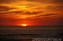 DSC03994 (ZANDVOORTfoto.nl) Tags: sunset sea sky beach netherlands clouds strand coast photo foto dunes nederland noordzee sunny zee shore northsea alive lucht duinen zon zandvoort aan niederlande ondergaande beachlive zandvoortfotonl zandvoortfoto zandvoortphoto