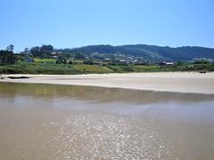 Un día tranquilo en la playa de Pantín. (lumog37) Tags: seascape beach marina day playa clear coastline costadegalicia