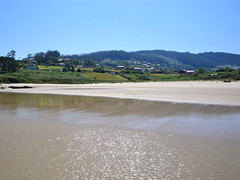 Un da tranquilo en la playa de Pantn. (lumog37) Tags: seascape beach marina day playa clear coastline costadegalicia