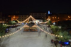 "Una tenda di luci per Piazza Bovio • <a style=""font-size:0.8em;"" href=""http://www.flickr.com/photos/98039861@N02/9576259960/"" target=""_blank"">View on Flickr</a>"
