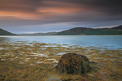 Loch Fleet LE. (Gordie Broon.) Tags: longexposure sunset seascape seaweed nature landscape geotagged scotland scenery rocks alba scenic august escocia dornoch embo schottland ecosse themound 1740l scottishhighlands golspie easterross 2013 lochfleet gordiebroonphotography canon5dmklll