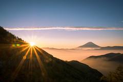 Wonderful World (Yuga Kurita) Tags: morning sea nature beautiful japan clouds sunrise landscape japanese early fuji awesome divine fujisan positive 富士山 fujiyama 雲海 朝日 綺麗 ポジティブ 神々しい