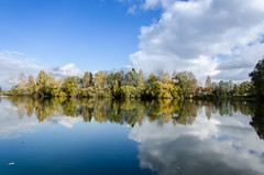 Autumn Landscape (hjuengst) Tags: blue autumn sky lake fall clouds see day cloudy fallcolors herbst wolken blau leafs bltter hdr erding wrth beautyofwater nikond7000 nikond7000hdr pwfall wiflingerweiher