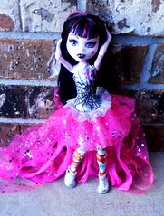 Lala Flowers Bonus (MistrallaMilky) Tags: fashion monster high doll vampire signature mattel basic collector draculaura