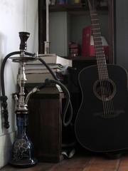 (Milouca Tonne) Tags: guitar guitarra books smoking ocio pasion sisha