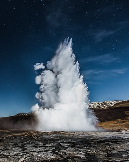 Strokkur by night.