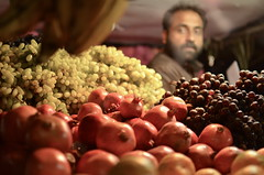 Fruit and Blurred (@u.s.e.f.u.l.i.d.i.o.t) Tags: people india nikon market south kerala southindia munnar quarzoespecial d5100