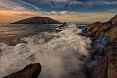 Covachos (Marce Alvarez.) Tags: landscape mar paisaje atardeceres santander playas cantabria cantabrico acantilados covachos costaquebrada nikkor1635