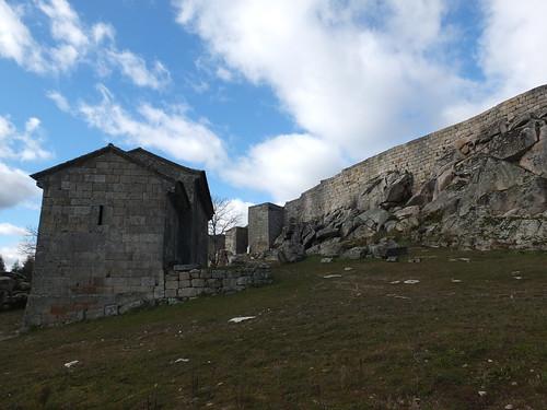 Iglesia del Salvador - Vista con el castilllo