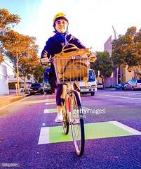 bici (quintaainveruno) Tags: colori ritratto verticale città bicicletta sicurezza figuraintera unapersona caucasico adultoinetàmatura