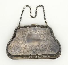 Anglų lietuvių žodynas. Žodis handbag reiškia n rankinukas lietuviškai.