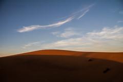 Merzouga (Vincius Assis) Tags: sunset pordosol sky naturaleza nature clouds canon 50mm sand desert areia dunes natureza arena morocco desierto 1785 ceu goldenhour dunas deserto marrocos merzouga 60d marruecoes