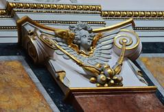 Bisserl blass, das Engelchen (niedersachsenfoto) Tags: wien gold engel innenraum schottenkirche niedersachsenfoto goldbordre