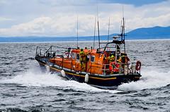 Lifeboat leaving Elie harbour (Chalto!) Tags: elie eastnuek fife scotland harbour lifeboat rescue people