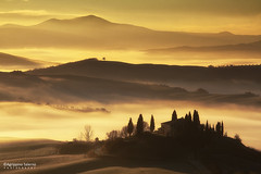 Golden sunrise (Agrippino Salerno) Tags: morning light shadow italy misty fog farmhouse sunrise canon countryside hills tuscany siena valdorcia sanquiricodorcia countryfarm poderebelvedere agrippinosalerno