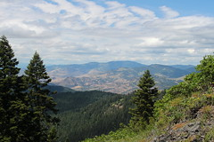 View towards Grizzly Peak (rozoneill) Tags: mountain monument rock oregon point pacific hiking crest trail national summit pct soda wilderness hobart siskiyou cascade ashland pilot bluff greensprings boccard