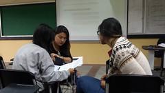Estudiantes de Periodismo Ambiental revisando documentos de problemas ambientales. #UCOMUCSG #periodismo #sociedad #medioambiente (Comunicacin Social UCSG) Tags: medioambiente sociedad periodismo ucomucsg