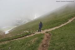 in salita al Vettore (Roberto Tarantino EXPLORE THE MOUNTAINS!) Tags: parco 2000 nuvole neve alta monte amici montagna marche umbria cresta sibillini vettore quota metri