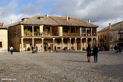 La Plaza Mayor (juanhorea.me) Tags: espaa spain segovia pedraza