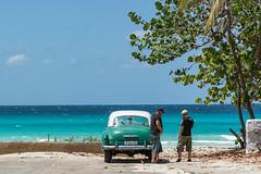 cuba car (Karl-Heinz Bitter) Tags: blue trees sea people green beach car strand meer cuba trinidad oldtimer grn oldcar kuba trkis 2016 alteautos khbitter karlheinzbitter