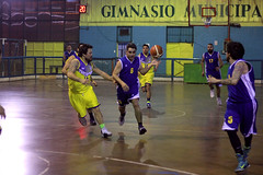 TUCAPEL VS WOLF__28 (loespejo.municipalidad) Tags: chile santiago miguel azul noche amarillo bruna silva deportes jovenes balon rm adultos alcalde competencia basquetbol loespejo