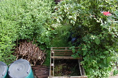 Looking Down on the Front Garden - June 2016 (basswulf) Tags: frontgarden compost compostbin d40 1855mmf3556g lenstagged unmodified 32 image:ratio=32 permissions:licence=c 20160625 201606 3008x2000 lookingdownonthegarden normcres oxford england uk