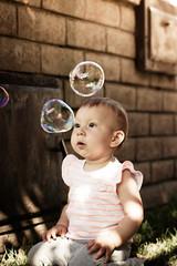Sophia discovers bubbles (primordial15) Tags: candid sophia